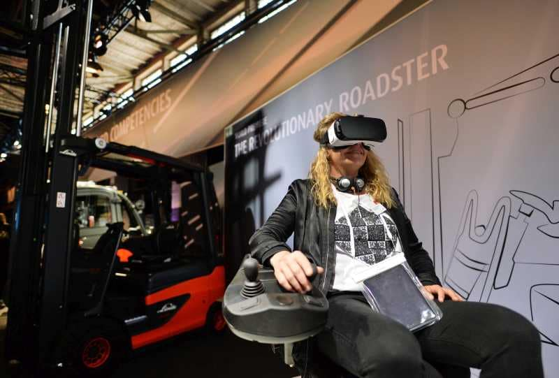 VR Linde MH Product Launch Roadster 01